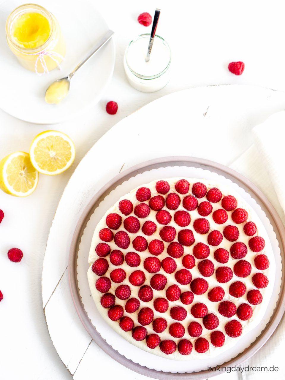 Joghurtkuchen mit Zitrone und Himbeeren
