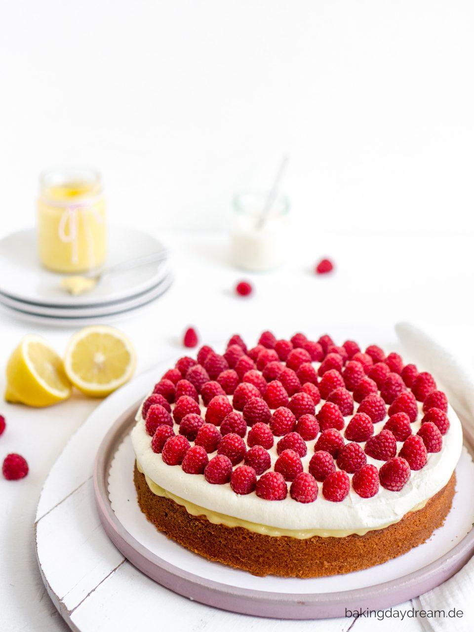 Zitronen-Joghurt-Kuchen mit Himbeeren